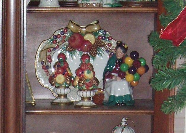 China Cabinet Christmas royal doulton shelf