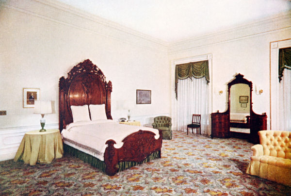 Lincoln-bedroom-1952-se