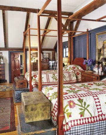 Master-bedroom-quilts-gtl0406-de Country Living