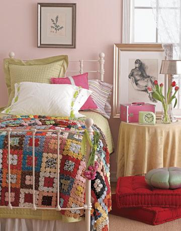 Pink-red-bedroom-GLT0505-de Country Living