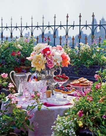 Terrace-table-de-84116359 Country Living