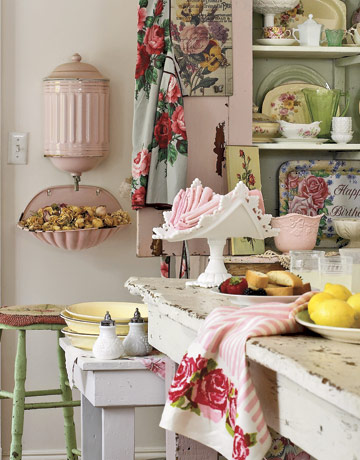 Kitchen-Shabby-Pink-Green-HTOURSS0507-de Country Living
