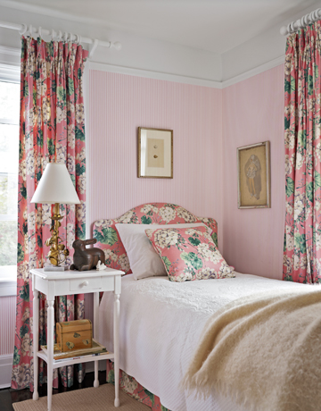 Pink-bedroom-curtains-de-80155963 Country Living