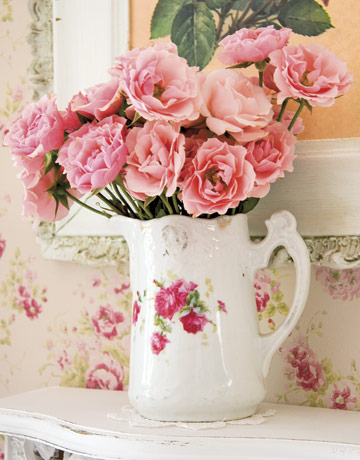 Roses-pitcher-gtl0406-de Country Living