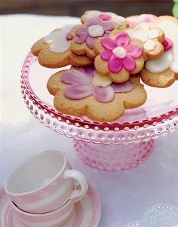 Flower-cookies-de-55786564 Country Living