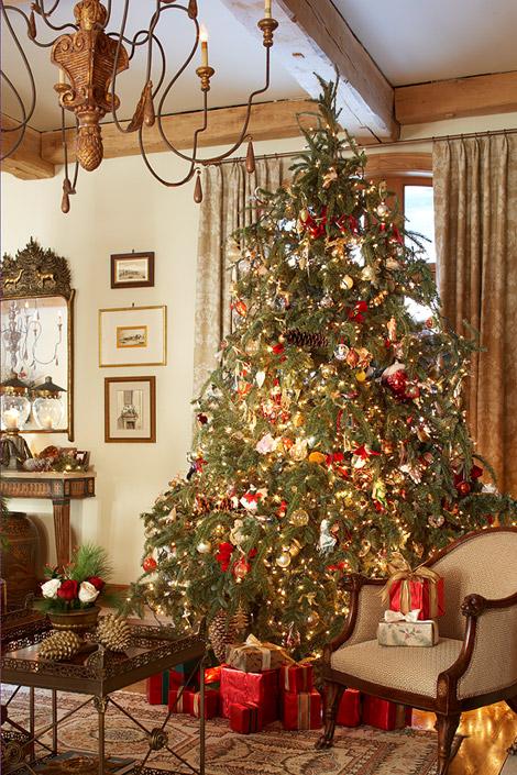 101380302_ss traditional home - Traditional Home Christmas Decor